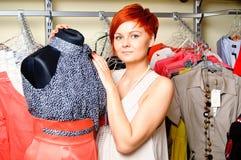Portret van een vrouw met een model Stock Foto