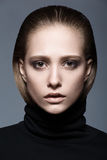 Portret van een vrouw in zwarte col Royalty-vrije Stock Fotografie