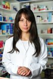 Portret van een vrouwelijke apotheker royalty-vrije stock afbeeldingen