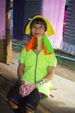 Portret van een vrouwelijke giraf of een etnische Kayan lahw Stock Fotografie