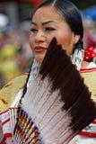 Portret van een vrouwendanser van de 49ste jaarlijkse Verenigde Stammen Pow wauw royalty-vrije stock afbeeldingen