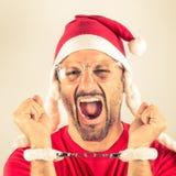 Portret van een wanhopige jonge mens met de rode hoed van Santa Claus Royalty-vrije Stock Afbeeldingen