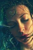 Portret van een waternimf met nat haar Stock Foto's