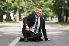Portret van een Zekere Zakenman Outdoors In Park stock foto
