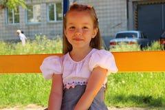 Portret van een zeven-jaar-oud meisje Royalty-vrije Stock Afbeeldingen