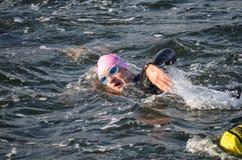 Portret van een zwemmer bij een triathlon Stock Afbeelding