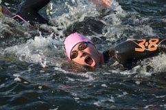 Portret van een zwemmer bij een triathlon Stock Foto's