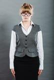 Portret van elegante jonge onderneemstersecretaresse stock foto's