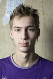 Portret van ernstige tienerjongen Stock Afbeeldingen