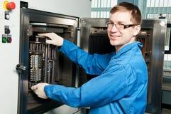 Portret van ervaren fabrieksarbeider stock afbeelding