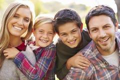Portret van Familie in Platteland stock foto's