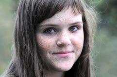 Portret van freckled meisje Stock Afbeeldingen