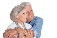 Portret van gelukkig hoger paar op witte achtergrond stock foto's