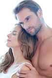 Portret van gelukkig mooi paar in wit In liefde Stock Fotografie