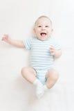 Portret van gelukkige, blije babyjongen op witte achtergrond Stock Afbeelding