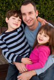 Portret van gelukkige en familie die glimlachen lachen Stock Afbeeldingen