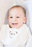 Portret van gelukkige glimlachende babyjongen met een slab Royalty-vrije Stock Afbeeldingen