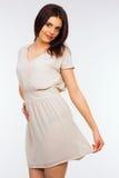 Portret van gelukkige glimlachende jonge mooie vrouw Stock Foto's