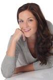 Portret van gelukkige glimlachende jonge vrouw Royalty-vrije Stock Afbeelding