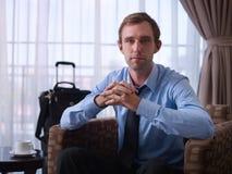 Portret van gelukkige manager tijdens zakenreis Royalty-vrije Stock Foto