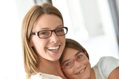 Portret van gelukkige moeder en dochter stock foto