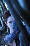 Portret van getatoeërde vrouw. Stock Afbeeldingen