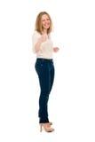 Portret van glimlachende jonge mooie vrouw in een lichte blouse en Royalty-vrije Stock Foto's
