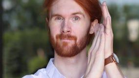 Portret van Glimlachende Ontwerper Clapping, het Toejuichen stock foto's