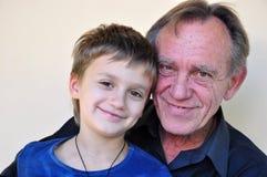 Portret van glimlachende vader en zoon Royalty-vrije Stock Foto's