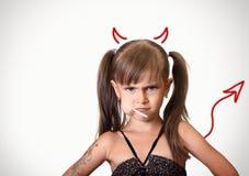 Portret van grappig boos kindmeisje Stock Afbeelding