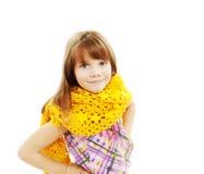 Portret van grappig mooi meisje dat sjaal draagt stock foto's