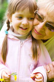 Portret van Grootmoeder met Kleindochter Stock Fotografie