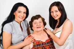 Portret van grootmoeder met kleindochters Royalty-vrije Stock Foto's