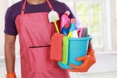 Portret van hand met het schoonmaken van materiaal stock afbeelding
