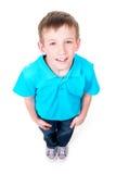 Portret van het aanbiddelijke gelukkige jongen omhoog kijken Stock Afbeeldingen