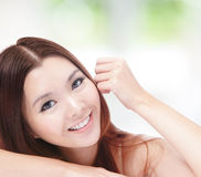 Portret van het aantrekkelijke vrouw gelukkige glimlachen Stock Foto