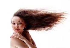 Portret van het Aziatische meisje met een stromend haar Royalty-vrije Stock Afbeelding
