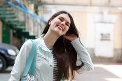 Portret van het charmeren van jonge vrouw Royalty-vrije Stock Foto's