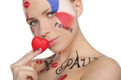 Portret van het charmeren van vrouw aan Frans thema Royalty-vrije Stock Afbeeldingen