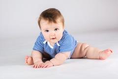 Portret van het glimlachen van 10 maanden baby Stock Afbeeldingen