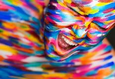 Portret van het heldere mooie meisje met art. Stock Foto
