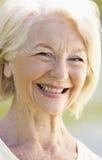 Portret van het Hogere Glimlachen van de Vrouw royalty-vrije stock foto's