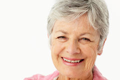 Portret van het hogere vrouw glimlachen stock foto's