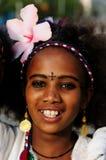 Portret van het jonge die meisje van Ethiopië met het kruis op het hoofd wordt getatoeeerd Royalty-vrije Stock Fotografie
