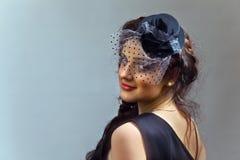 Portret van het jonge meisje in hoed met sluier. Royalty-vrije Stock Fotografie