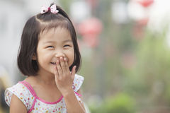 Portret van het Jonge Meisje Lachen in Nanluoguxiang, Peking, China royalty-vrije stock foto's