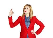 Portret van het jonge mooie bedrijfsvrouw tonen die hand tonen stock afbeelding