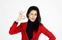 Portret van het jonge mooie bedrijfsvrouw tonen die hand tonen royalty-vrije stock foto's