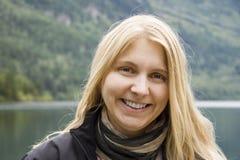 Portret van het jonge vrouw lachen Stock Foto