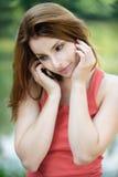Portret van het jonge vrouw spreken Royalty-vrije Stock Fotografie